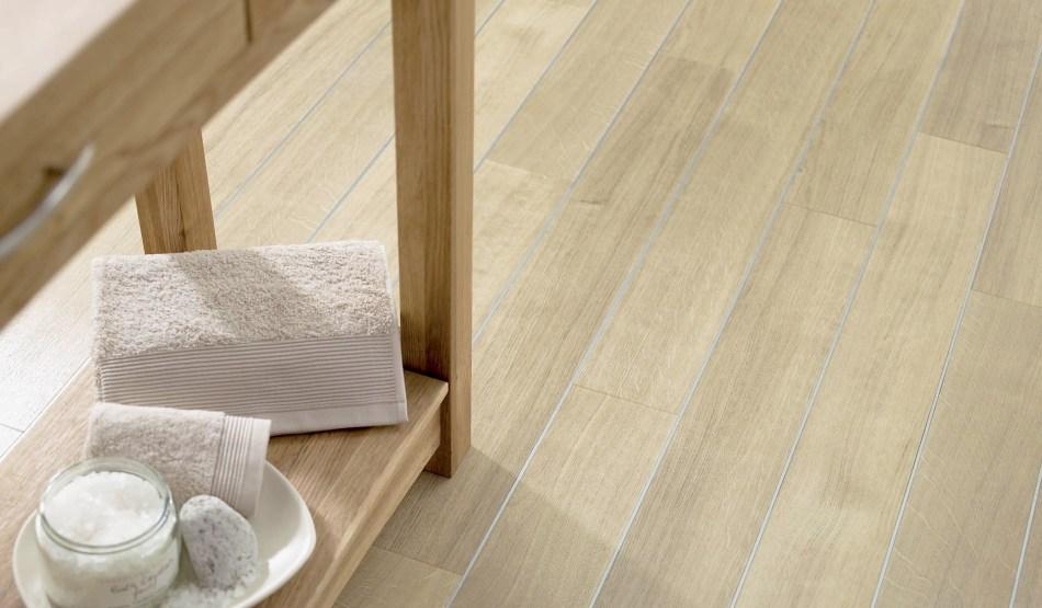 wood-floor-spacia-white-oak-in-a-bathroom