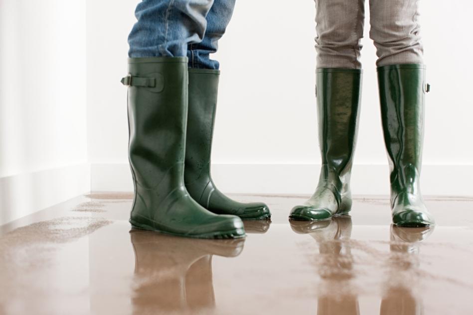 54fffdb870640-flooded-house-de