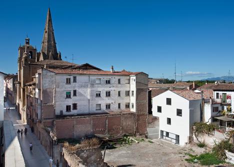 Pilgrim-Hostel-by-Sergio-Rojo_dezeen_23