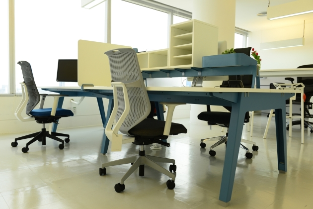 10-optimis-desking-system