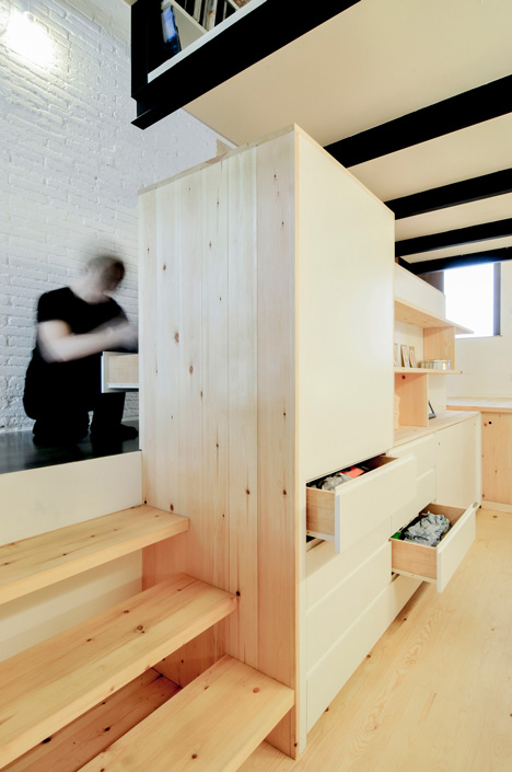 dezeen_renovation-of-an-apartment-in-barcelona-by-carles-enrich_4