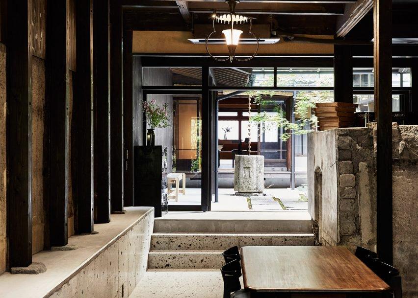 maoyashi-machiya-kyoto-house-uoya-shigenori-japan-architecture-residential_dezeen_2364_ss_6-852x609