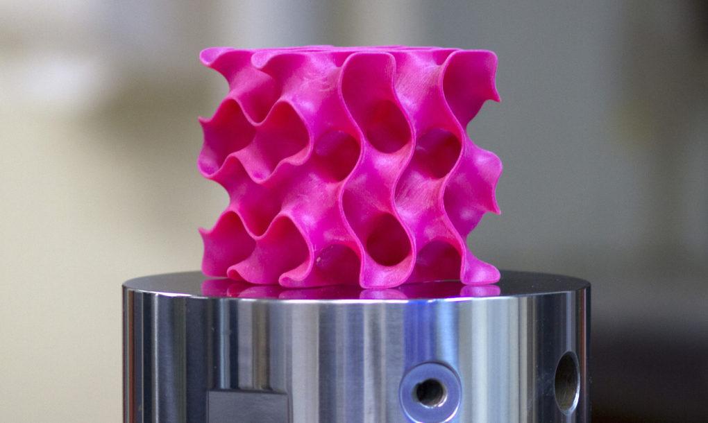 mit-3d-graphene-stronger-than-2d-1020x610