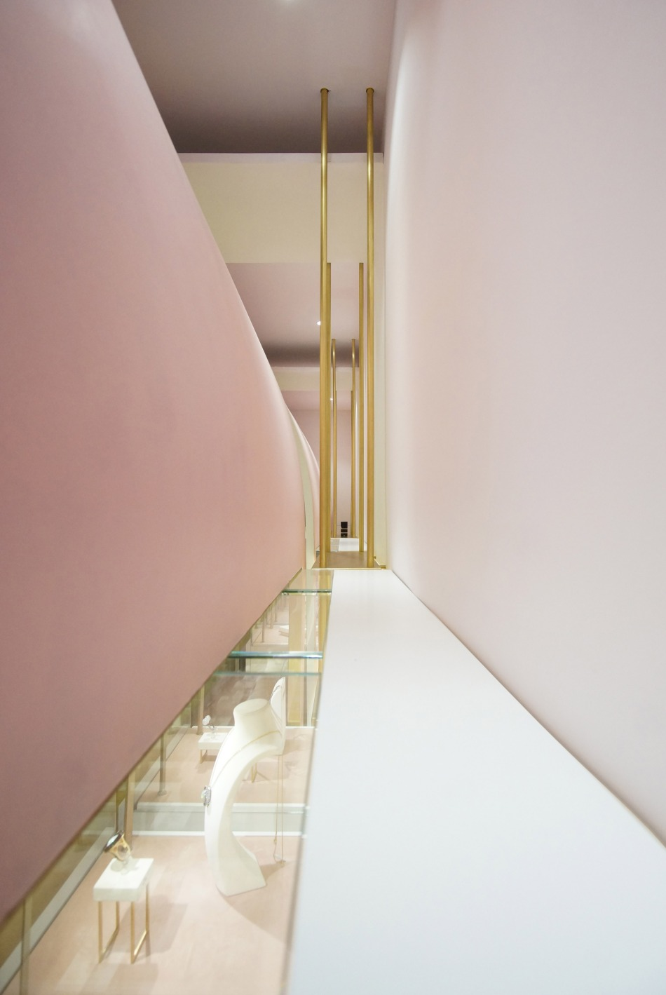 nuun-jewellery-shop-java-architectes-interiors-retail-paris-france_dezeen_2364_col_3
